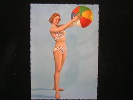 W-283 / Carte - Photo / Pin-up - ( Nue )  En Maillot De Bain ( + - Année 1950 )  /  Circulé  .- - Pin-Ups