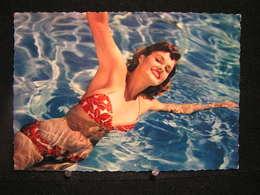 W-285 / Carte - Photo / Pin-up - ( Nue )  En Maillot De Bain ( + - Année 1950 )  /  Circulé  .- - Pin-Ups