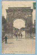 1426  CPA   BAR-sur-SEINE  (Aube)  La Porte De Chatillon  -  Cyclistes  ..   +++++++ - Bar-sur-Seine