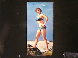 W-287 / Carte - Photo Grand Format 21-10 Cm / Pin-up - ( Nue )  En Maillot De Bain ( + - Année 1950 )  /  Circulé  .- - Pin-Ups