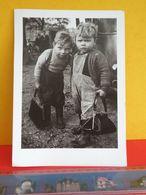 """Centre Culturel Suédois, Les 2 Enfants """" Être Là """" Photographies De Christer Strömholm > 21cm X 15 Cm (Photo) Suéde - Reproductions"""