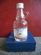 MIGNONNETTE Alcool Blanc OUZO KNOSSOS 5cl 42% @ CRETE GRECE Apéritif Grec - Miniatures