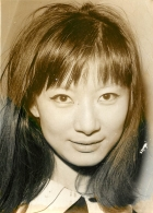 PHOTO TINY YONG CHANTEUSE YEYE DES ANNEES 60  YEYE DU PAYS DU SOURIRE FORMAT  18 X 13 CM - Personalidades Famosas