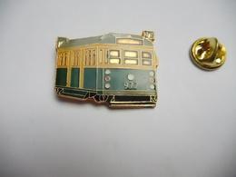 Superbe Pin's  , Transport Train SNCF , METRO RATP , Tramway - Transports