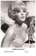STELLA STEVENS - Film Star Pin Up PHOTO POSTCARD - 355-57 Swiftsure Postcard - Unclassified