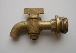 - Ancien Robinet En Bronze - - Tools