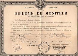 VP11.918 - 1959 - HOULGATE X CAEN - Diplôme De Moniteur De Colonies De Vacances Mr P. DUCROTTE - Diplômes & Bulletins Scolaires