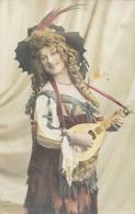 Femme Au Chapeau à Plumes De Faisans Et Mandoline - Carte Colorisée AE 2107/6 - Frauen