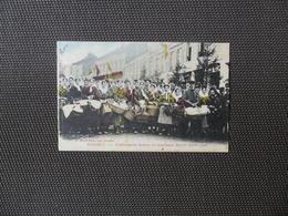Hasselt  :    Limburgsche Boeren En Boerinnen Die Ter Markt Gaan  -  Gekleurd - Hasselt
