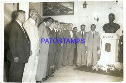 92057 ARGENTINA POLITICA HOMENAJE A EVITA EVA PERON PERONISMO 17 X 11.5 CM PHOTO NO POSTAL POSTCARD - Photographs