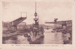 """CPA - 158. BREST Le Port Militaire Sortie Du Croiseur """"MONTCALM """" - Brest"""