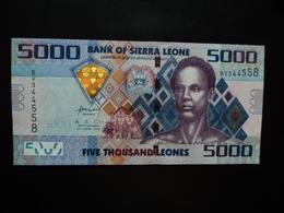 SIERRA LEONE : 5000 LEONES  27.4.2010   P 32   Presque NEUF - Sierra Leone