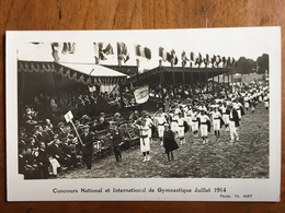 (51, Carte-photo) REIMS: Concours De Gymnastique, Juillet 1914. Photo Th. Hirt. Carte Neuve. Etat SUP. - Reims