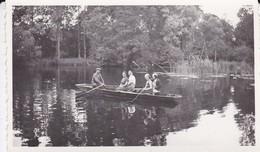 PHOTO De Famille ( Un Dimanche Au Bord De L'eau )--- Voir 2 Scans - Photographs