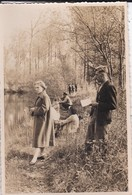 PHOTO En Famille ( Un Dimanche Au Bord De L'eau )--- Voir 2 Scans - Photographs
