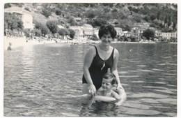 REAL PHOTO - Swimsuit  Woman And Little Boy  On Beach, Femme En Maillot De Bain Et Garcon Sur Plage Old  Photo Snapshot - Personnes Anonymes