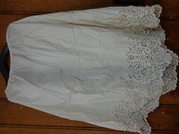 Jupon  Hauteur 65cm-t Taille 72-belle Dentelle Brode Main-pour Folklore-theatre - Habits & Linge D'époque