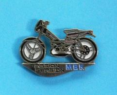 1 PIN'S //   ** MBK ** MOBYLETTE ** PASSION ÉVASION ** . (BI) - Motorbikes