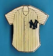 PIN'S //   ** MAJOR LEAGUE BASEBALL ** YANKEES ** BY PETER DAVID **. (© 1985 M.L.B. By Peter David) - Baseball