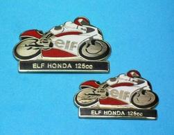 2 PIN'S  //    ** 2 MOTOS / DIFFÉRENTES ** ELF / HONDA ** 125cc ** .  (EBC 92) - Motorbikes