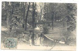 TROYES .67. LA VALLEE SUISSE + PERS SUR LE PONT . AFFR LE 10-11-1906 SUR RECTO - Troyes