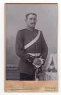 CDV Photo Format - Militärfoto ± 1900 Deutscher Soldat Uniform Pickelhaube Helmbusch - Fotograf: H. Zwirnemann, Potsdam - Krieg, Militär