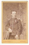 CDV Photo Format - Militärfoto ± 1875 Deutscher Soldat  Mit Orden Uniform - Fotograf: H. Mathaus, München - Krieg, Militär