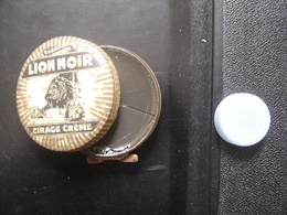 Boite Ancienne Fer CREME LION NOIR POLISH CIRAGE 6,5 Diamx2 Cm PLEINE - Boxes