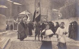 Carte Photo - Paray Le Monial - Drapeaux Alliés, Procession, Enfants De Coeur En Tête, Le 26 Mars 1919, Il A Neigé - Paray Le Monial