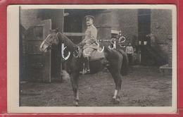 Cerfontaine - Officier Allemand Sur Son Cheval ... Intérieur De Feme à Situer - Carte Photo  (voir Verso ) - Cerfontaine