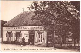 CPA EURE-et-LOIR.MEVOISINS.LE CAFE DE L'ARBRE DE LA LIBERTE - Andere Gemeenten