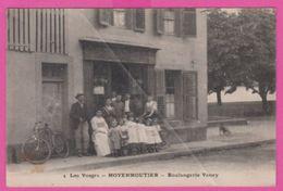88 VOSGES - MOYENMOUTIER , Boulangerie VANEY , Personnages - France