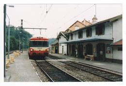 69 Charbonnières Les Bains Vers Lyon PHOTO Train Autorail SNCF N°4692 à Quai En Gare Le 9 Septembre 1989 Voir DOS - Trenes