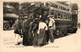 CPA PARIS Vécu. Attente Au Tramway (673025) - Artigianato Di Parigi