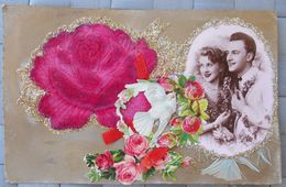 Photo COUPLE HOMME FEMME CATHERINE VALENTIN Dans Lierre Ajoutis Decoupis Grosse Rose Rouge Velour Paillettes - Saint-Valentin