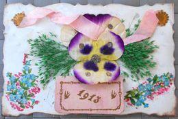 Cpa Nacre Blanc Ajoutis Decoupis Grosse Pensée Soie Ruban Et Fleurs Naturelles + Millesime Calendrier 1913 - Santa Caterina