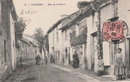 VIGNORY - LA RUE DE LA PIERRE - BELLE CARTE ANIMEE - - Vignory