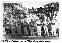 SAIGON INDOCHINE - LEGIONNAIRES DEVANT VEHICULES A CHENILLES - PHOTO MILITAIRE 13 X 8 CM - Guerre, Militaire