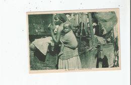 DJIBOUTI 19 VENDEURS DE DATTES (FEMME PORTANT SON BEBE) - Dschibuti