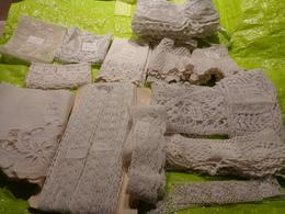 Lot De Dentelles Pour Loisir Creatif Ou Robe Poupee - Laces & Cloth