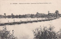 Cp , MILITARIA , ANGERS , Manœuvres Du Génie , Lancement D'un Pont Sur La Loire - Manoeuvres