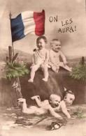 ON LES AURA BEBES AVEC CASQUE A POINTE NU DANS LA FANGE BEBES FRANCAIS RIGOLANT PAS CIRCULEE - War 1914-18