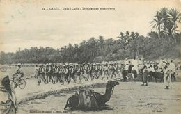 GABES - Dans L'oasis, Troupiers En Manœuvres. - Tunisie