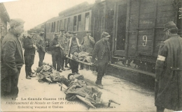 CP GRANDE GUERRE 1914-15 EMBARQUEMENT DE BLESSES EN GARE DE CHALONS - Guerre 1914-18