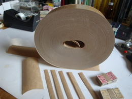 Gegomd Kraftpapier (200 Cm X 5 Cm) Voor Het Maken Van 100 Bundeltjes Van 100 Zegels - Timbres