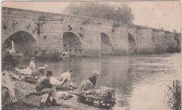 Yvelines : LIMAY : Le  Vieux  Pont ,  Laveuse  , Lavoir - Limay