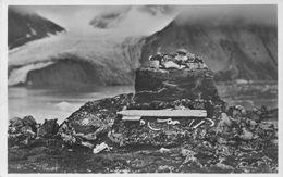 "07609 ""NORVEGIA - ISOLA SPITZBERGEN - ARCIPELAGO SVALBARD"" MONUMENTO FUNEBRE PRESSO BAIA MADDALENA. CART  NON SPED - Norvegia"