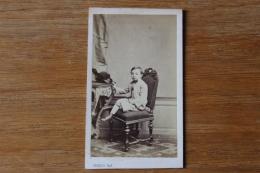 Cdv  Second Empire  Adorable Petit Garçon Au Chapeau à Plume Par Persus - Photographs