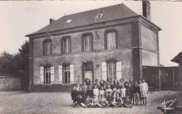 FONTAINE-BELLANGER,la Mairie  CARTE PHOTO ,  , (cartes  Neuves ,non  écrite),ECOLE,groupe Animé - France
