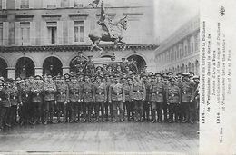 Paris01)   Ambulanciers Du Corps De La Duchesse De Westminster Devant La Statue De Jeanne D' Arc à Paris - Arrondissement: 01
